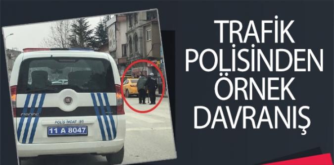TRAFİK POLİSİNDEN ÖRNEK DAVRANIŞ