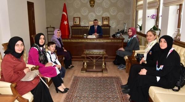"""VİCDAN KONVOYU"" VALİ BÜYÜKAKIN'IN MAKAMINDA"