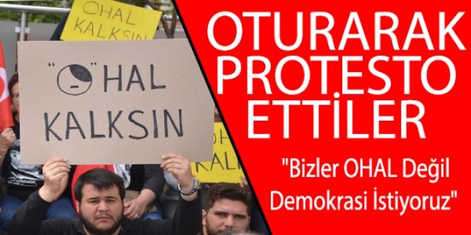 OTURARAK PROTESTO ETTİLER