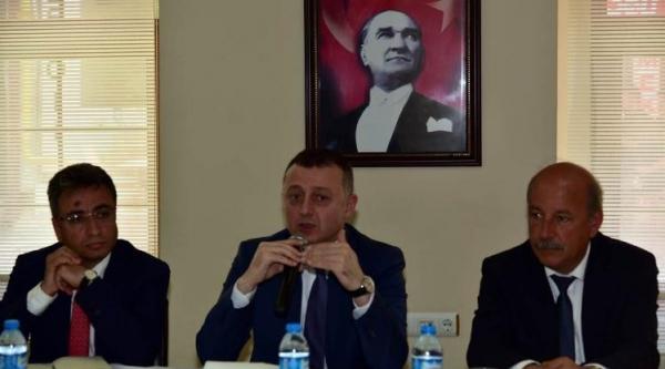 VALİ BÜYÜKAKIN SÖĞÜT'TE MUHTARLARLA BİR ARAYA GELDİ