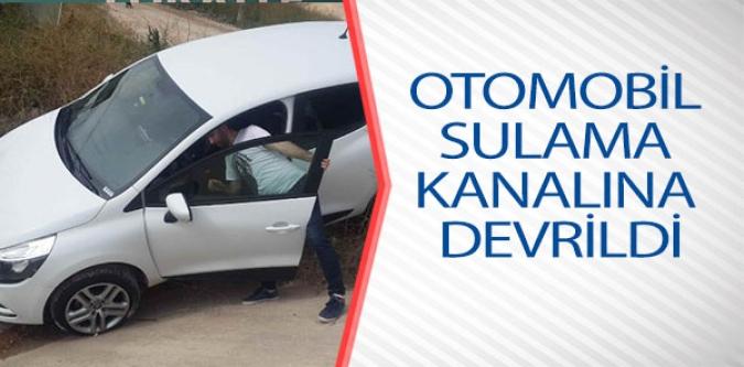 OTOMOBİL SULAMA KANALINA DEVRİLDİ