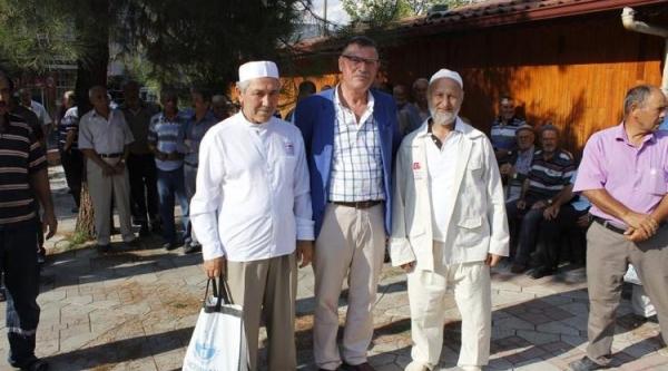 VEZİRHAN'DA KUTSAL TOPRAKLARA GİDECEK OLAN HACI ADAYLARI UĞURLANDI