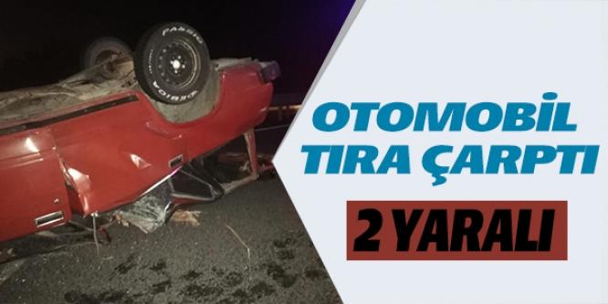 OTOMOBİL TIRA ÇARPTI; 2 YARALI