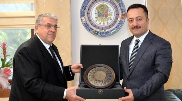 VALİ ŞENTÜRK, ESKİ DEVLET BAKANI ŞEKER'LE BİR ARAYA GELDİ