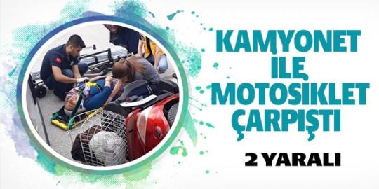 kamyonet-ile-elektrikli-motorbisiklet-carpisti-2-yarali