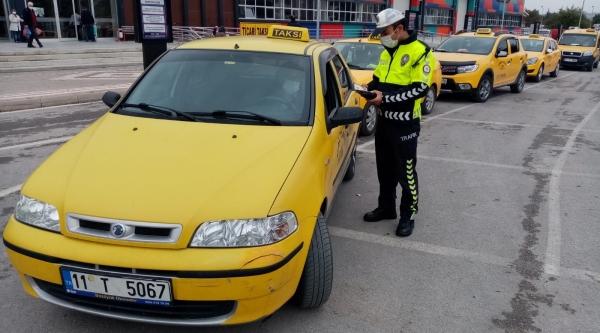 TRAFİK POLİSLERİNDEN KARAYOLUNDA COVİD-19 DENETİMİ