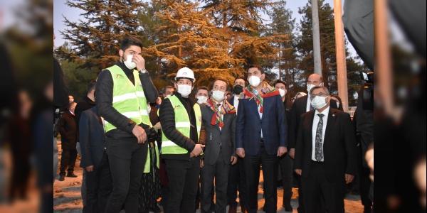 BAKAN KURUM, ERTUĞRUL GAZİ TÜRBESİ'NDE ''SAYGI NÖBETİ'Nİ İZLEDİ