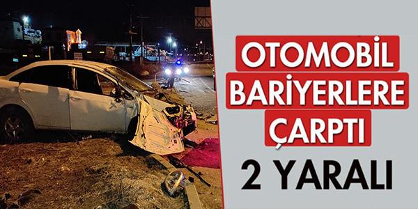 OTOMOBİL BARİYERLERE ÇARPTI, 2 YARALI !