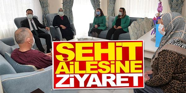 VALİ ŞENTÜRK'TEN ŞEHİT AİLESİNE ZİYARET