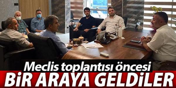 BELEDİYE MECLİSİ TOPLANTISI ÖNCESİ BİR ARAYA GELDİLER
