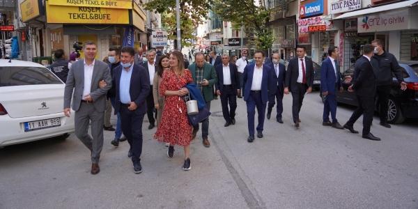 CHP'Lİ BELEDİYE BAŞKANLARI ESNAFI ZİYARET ETTİ, ATATÜRK PARKI'NI GEZDİ