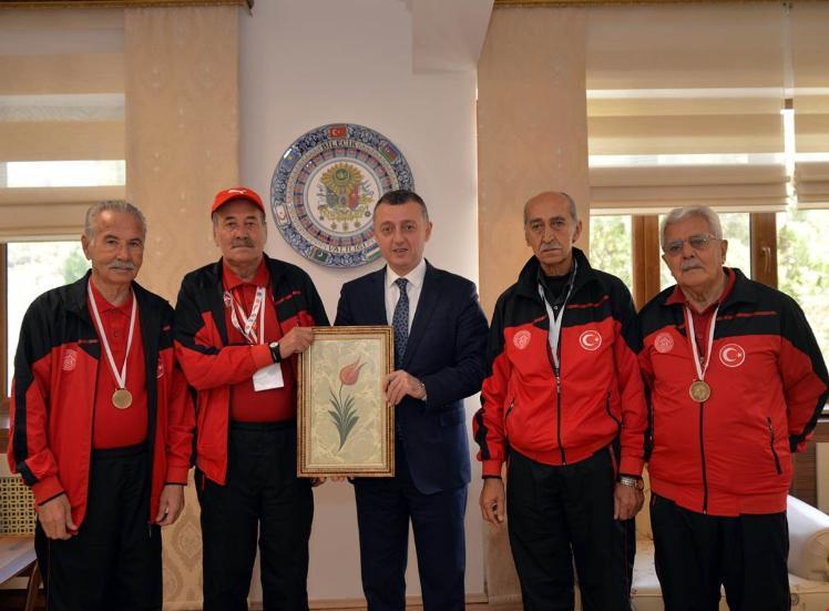 BİLECİK HUZUREVİ ''BOCCE'' TAKIMINDAN VALİ BÜYÜKAKIN'A ZİYARET