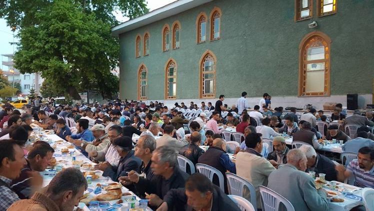 PAZARYERİ'NDE MAHALLE İFTARLARI DEVAM EDİYOR