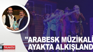 """BİLECİK'TE SAHNE ALAN """"ARABESK MÜZİKALİ"""" AYAKTA ALKIŞLANDI"""