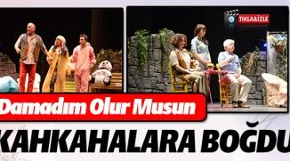 """""""DAMADIM OLUR MUSUN"""" ADLI TİYATRO OYUN BEĞENİYLE SEYREDİLDİ"""