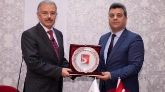 """MESLEK VE AHLAK"" KONULU KONFERANS VERİLDİ"
