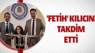 'FETİH' KILICINI TAKDİM ETTİ