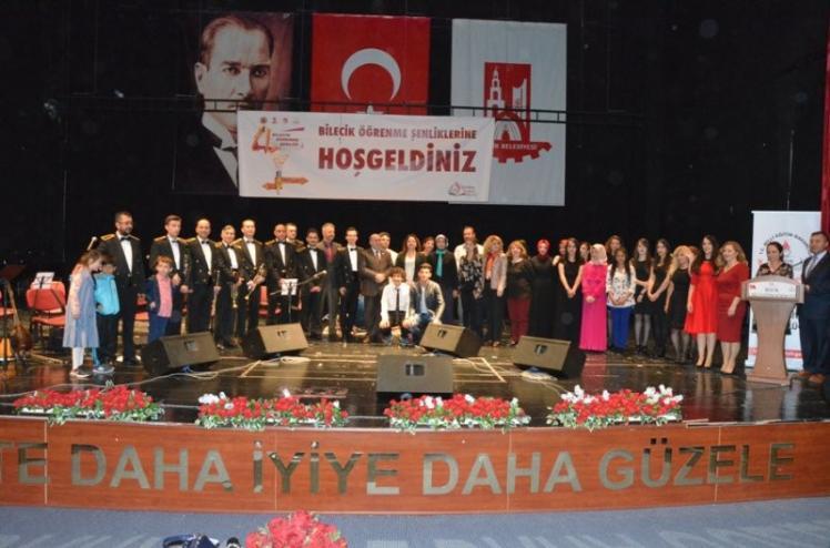 """BİLECİK 2. ÖĞRENME ŞENLİĞİNDE KAPSAMINDA """"KONSER GECESİ"""" DÜZENLENDİ"""