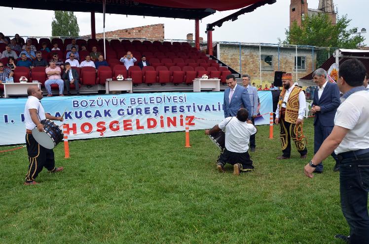 BOZÜYÜK'TE 1'İNCİ KARAKUCAK GÜREŞ FESTİVALİ BAŞLADI