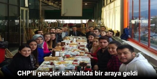 CHPLİ GENÇLER KAHVALTIDA BİR ARAYA GELDİ